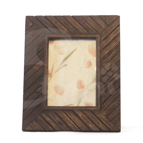 Cornice in legno intagliato 24x29 cornici album foto e for Cornice foto legno