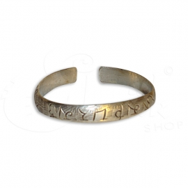 Bracciale in metallo inciso con rune