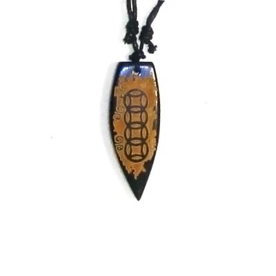Collana con ciondolo in pietra incisa - little windsurf