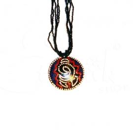 Collana di perline nere con ciondolo dipinto tribale concept2