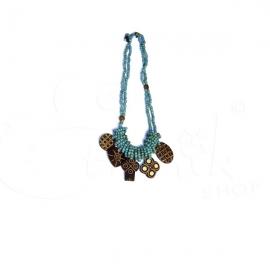 Collana torcione con perline e ciondoli in legno