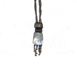 Collana torcione con perline e ciondolo in madreperla
