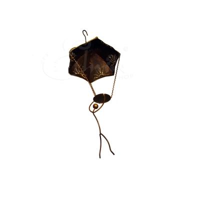 Porta candele in ferro battuto omino con paracadute