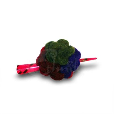 Ferma capelli rosa con fiore in lana cotta